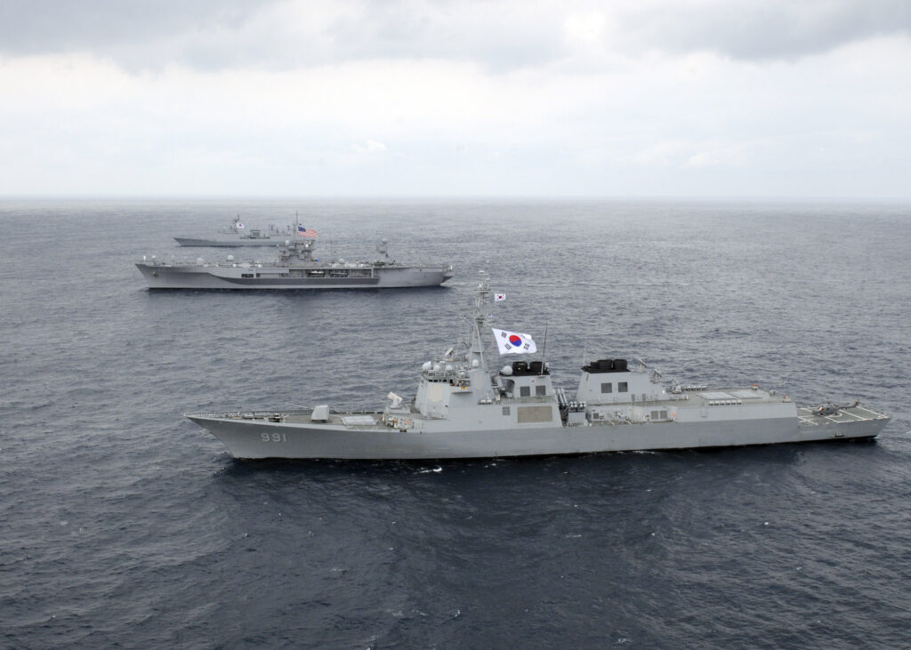 SEA of JAPAN (March 6, 2012) - U.S. 7th Fleet flagship USS Blue Ridge (LCC 19), middle, Republic of Korea (ROK) navy destroyer ROKS Sejong the Great (DDG 991), front, and ROK navy destroyer ROKS Chungmugong Yi Sun-sin sail in formation while on patrol. (U.S. Navy photo by Mass Communication Specialist 2nd Class Steven Khor)