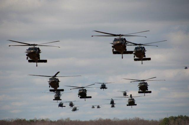 Black-Hawk-helicopters-in-formation.jpg