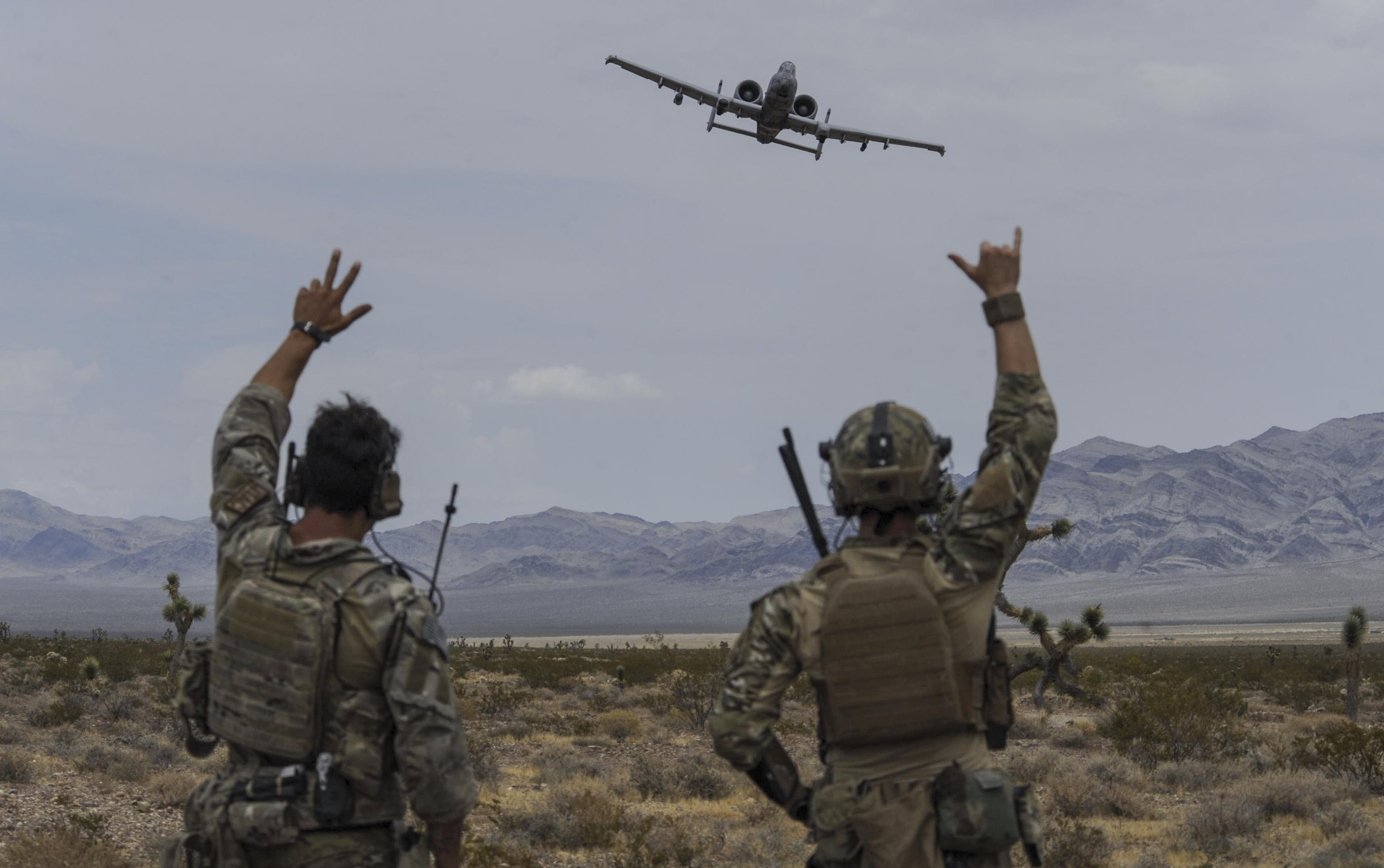 JTACs wave to A-10 170719-F-YM181-010 « Breaking Defense