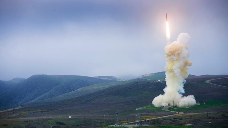 O Pentágono cancelou seu grande esforço para redesenhar o veículo destruidor de seu sistema de Defesa de Meio Curso Baseada em Terra. Agora, o departamento abrirá uma nova licitação. (Agência de Defesa de Mísseis dos EUA)