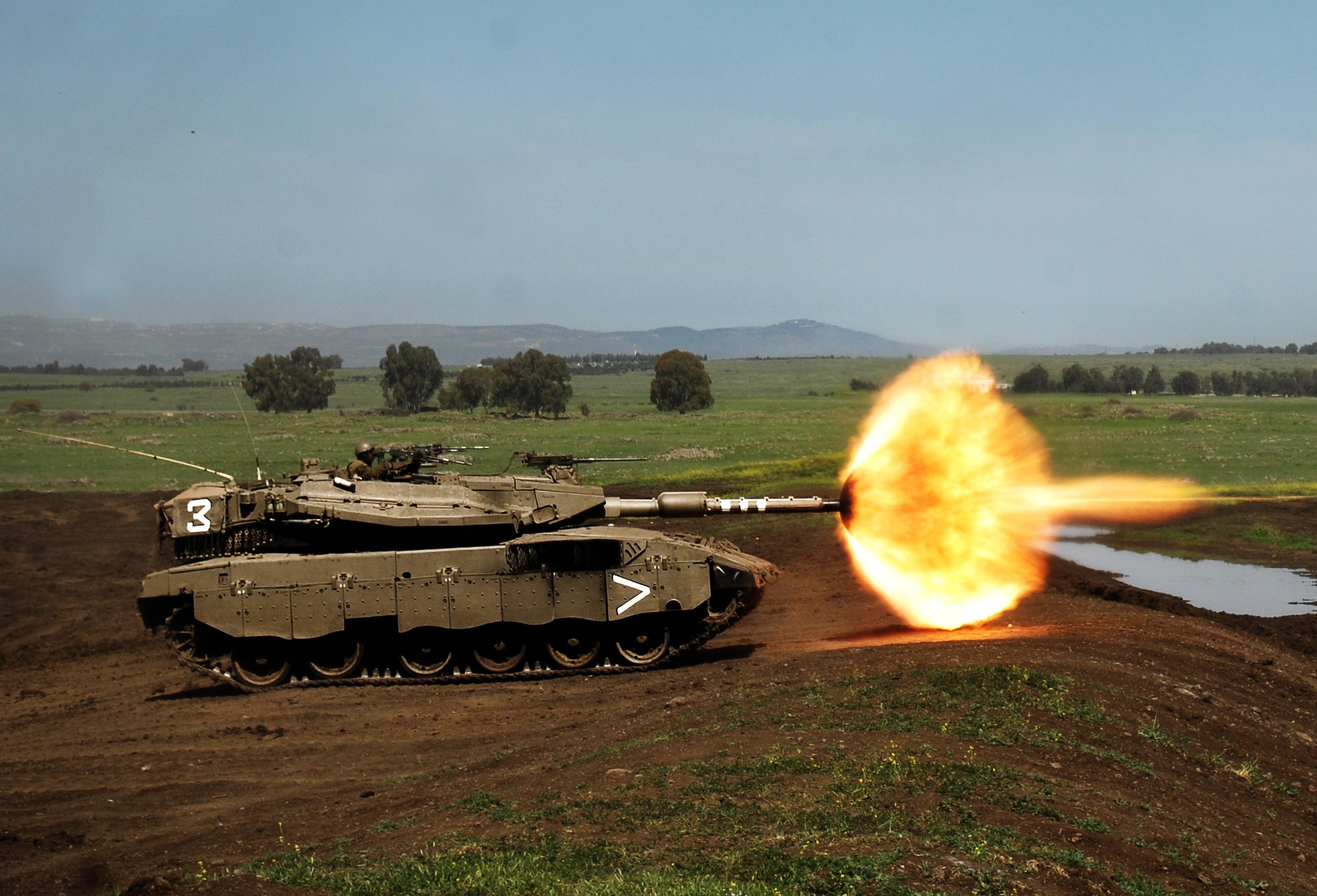 Armée Israélienne / Israel Defense Forces (IDF) - Page 4 IDF-Merkava-firing-Flickr_-_Israel_Defense_Forces_-_188th_Brigade_Training_Day_March_2008-cropped
